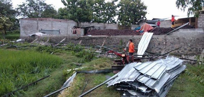 Puting Beliung Sapu Desa Banjarejo, Atap Rumah dan Pabrik Kulit Warga Rusak Parah