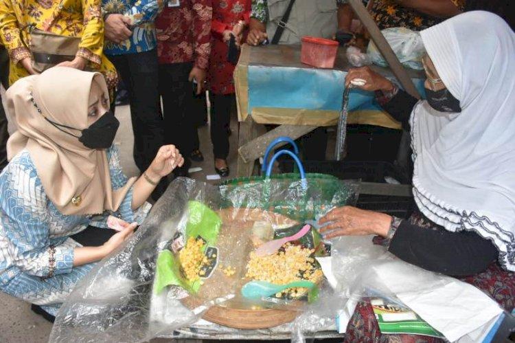 Sidak Harga Daging Ayam di Pasar Legi Mojosari