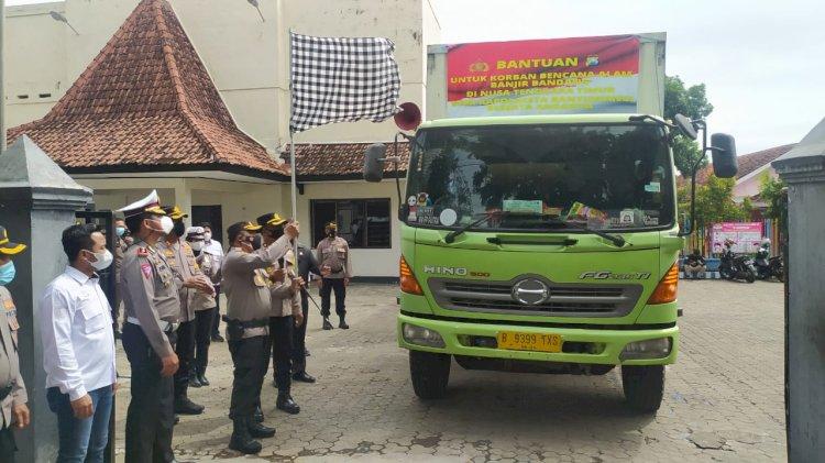 Polresta Banyuwangi dan Polres Wilayah Tapal Kuda, Kirim 1000 Paket Sembako ke NTT
